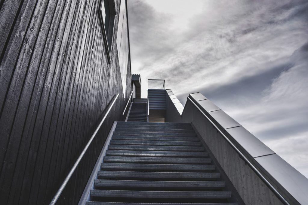Treppe mit Himmel
